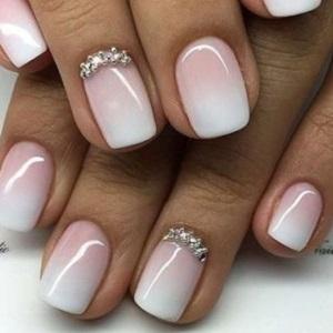 Омбре на светлых ногтях