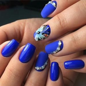 Весенний синий маникюр фото