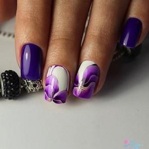Фиолетовый маникюр с ирисами