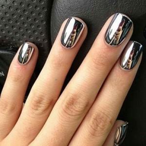 Хромовый маникюр на короткие ногти
