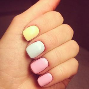 Пастельный цвета на коротких ногтях