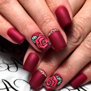 Весенний маникюр с розами