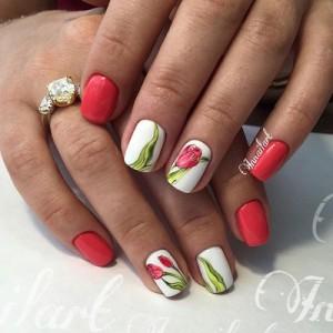 Яркий маникюр с тюльпанами на ногтях
